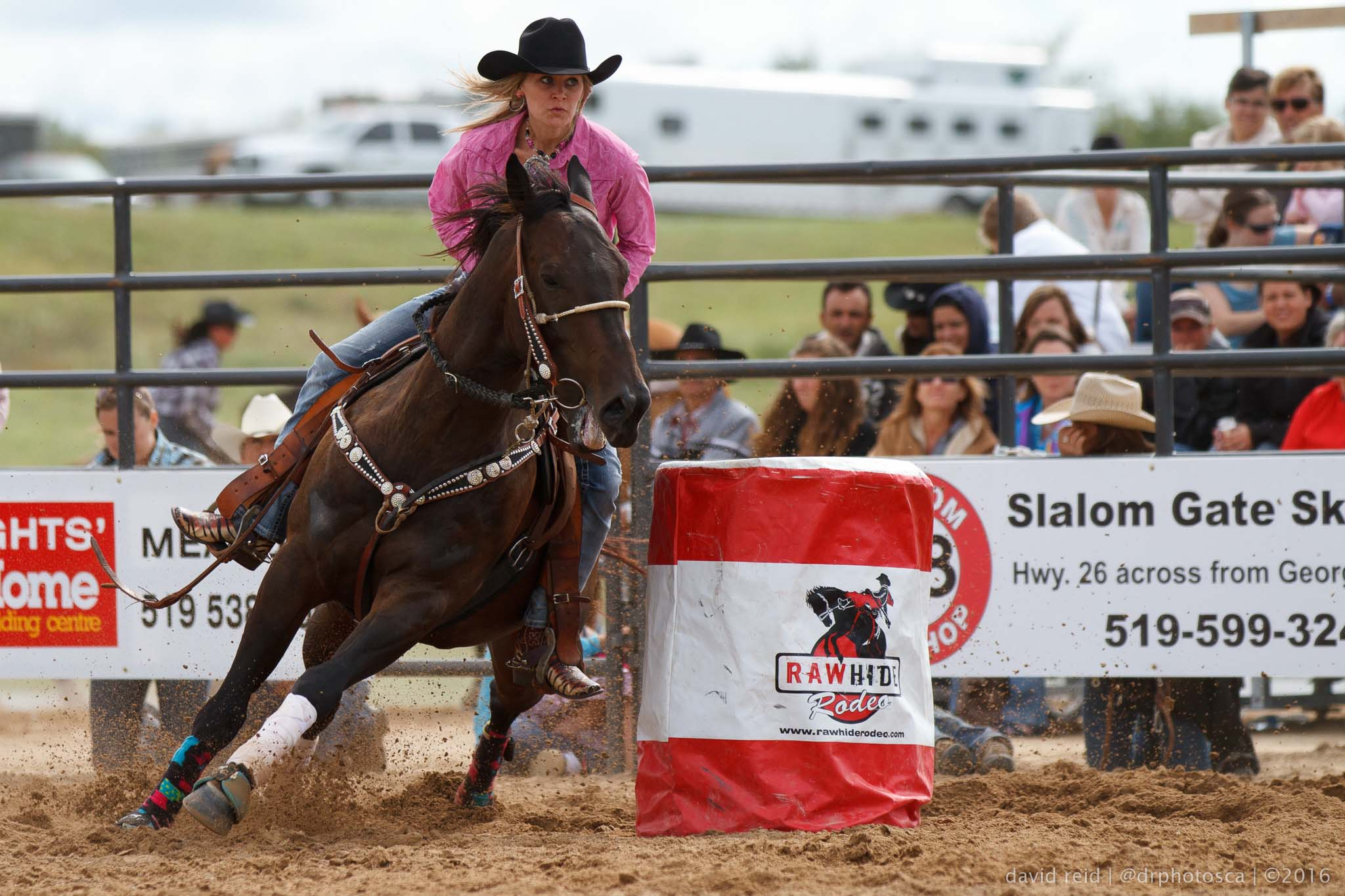 Rodeo barrel racing - photographer David Reid